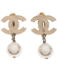 Chanel Cc Faux Pearl Drop Clip On Earrings - Metallic