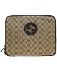 dae77a161a5 Gucci - Beige GG Supreme Canvas Interlocking GG Netbook Case - Lyst