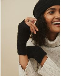 The White Company Boucle Wristwarmers With Wool - Black