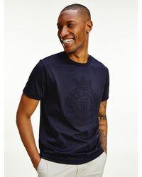 Tommy Hilfiger T-shirt Met Luxe Logo In Reliëf - Blauw