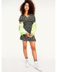 Tommy Hilfiger Gesmokte Viscose Mini-jurk Met Bloemenprint - Zwart