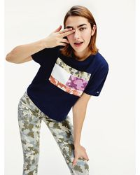 Tommy Hilfiger - Camouflage Flag Print Cropped Fit T-shirt - Lyst
