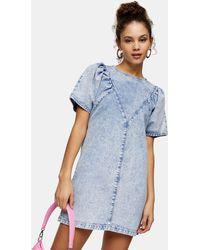TOPSHOP Robe à enfiler en jean délavé - Bleu