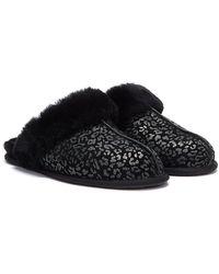 UGG Scuffette II Snow Leopard Chaussons pour - Noir