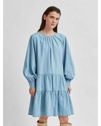 SELECTED Robe bleue en chambray à volants Prairie