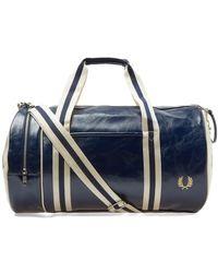 Fred Perry Navy und Ecru Polyurethan Classic Barrel Bag - Blau