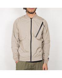Nike Chaqueta Varsity Tech Hypermesh de color caqui y blanco negro - Marrón