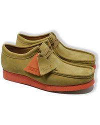 Clarks Hellbraune und orange Wallabee Wildlederschuhe - Grün