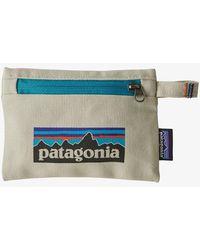 Patagonia Pochette con cerniera piccola con logo P6 in pietra sbiancata - Multicolore