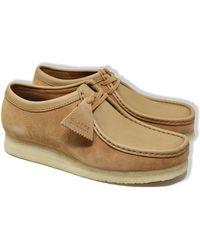 Clarks Zapatos de ante Wallabee combinados en marrón claro