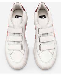 Vejas Weißer Pekin Marsala V Lock Sneaker