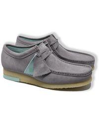 Clarks Zapatos de ante gris combi Wallabee