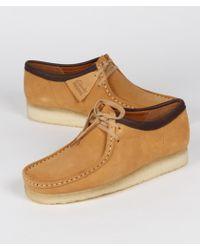 Clarks Chaussures Wallabee en daim camel - Marron