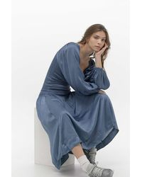 Urban Outfitters Uo Lexis Shirred Midi Dress - Blue