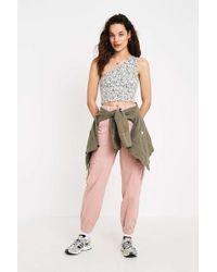 BDG Jeans im Skaterstyle in Rosa mit Bündchen