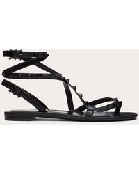 Valentino Garavani Rockstud Flair Nappa Leather Flat Thong Sandal - Black