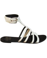 f8c54a23a06b Givenchy - Pre-owned White Patent Leather Sandals - Lyst