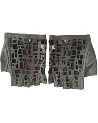 Chanel Guantes en cuero gris