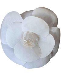 Chanel Broche en seda blanco Camélia