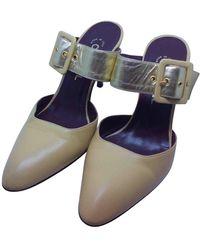 Chanel Zuecos de Cuero - Neutro
