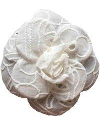 Chanel Broche blanco Camélia - Multicolor