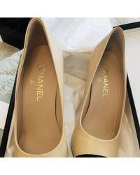 Chanel Tacones en cuero beige - Neutro