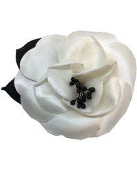 Chanel Spilla in tela bianco Camélia