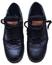 Louis Vuitton Chaussures à lacets cuir noir
