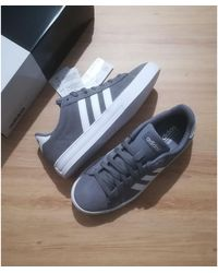 adidas Baskets daim gris