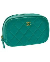 Chanel Sac pochette en cuir cuir irisé bleu