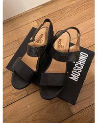Moschino - Sandales compensées simili cuir noir - Lyst