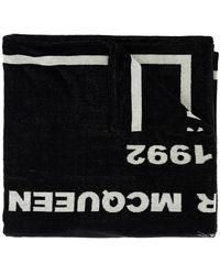 Alexander McQueen Bath Towel With Logo Unisex - Black