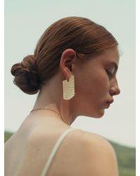 1064STUDIO Classic Pattern Earring - Metallic