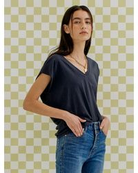 a.t.corner Essential V-neck Sleeveless T-shirt (charcoal Grey)