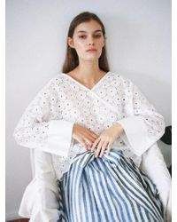 THE ASHLYNN - Selflove Daisy Cotton Embroidery Top_white - Lyst