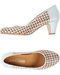 Jancovek Court - Brown