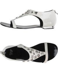 c571f592d7f6 Lyst - Women s Versace Jeans Flats