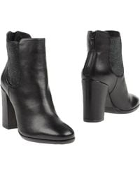 Janet & Janet Ankle Boots - Black