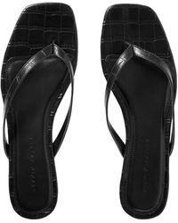 STUDIO AMELIA Toe Strap Sandals - Black
