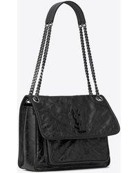 Saint Laurent Mittlere niki tasche aus schwarzem leder mit knitteroptik und steppnähten