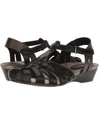 Aravon Standon Fisherman (black) Women's Sandals