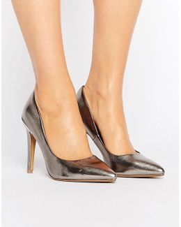By Dune Addelyn Metallic Point Pumps