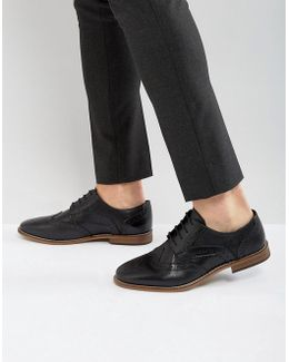 Brogue Shoes In Black Leather With Natural Sole