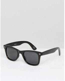Square Sunglasses In Shiny Black With Polarised Smoke Lens