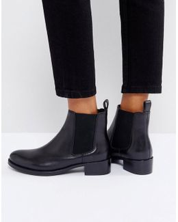 Peppie Leather Flat Chelsea Boot