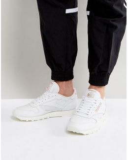 Classic Leather Alr Trainers In White Bs5241