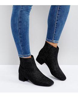 Low Block Chelsea Boot
