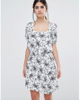 Less Is Less Dress In Spring Floral Dress