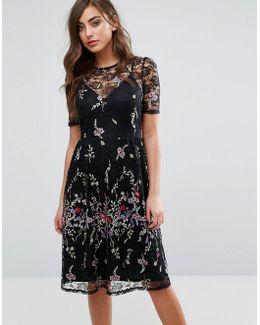 Lace Yolk Folk Embroidered Midi Dress