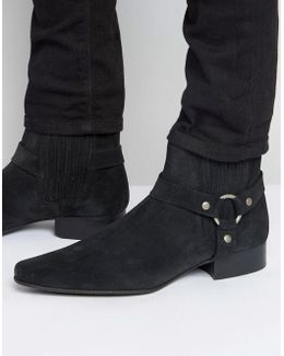 Chelsea Boots In Black Suede With Pointed Toe And Metal Detail